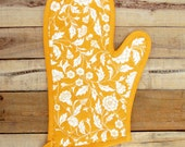 """Yellow glove, quilted oven mitt, floral print, mustard, kitchen accessory, 100% cotton, size 8""""X13"""""""