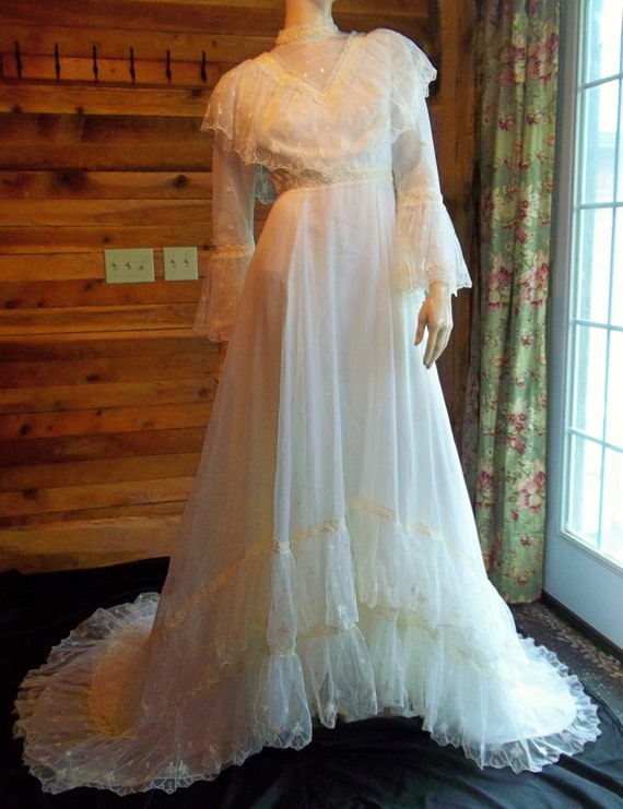 Vintage Marie Ivory Prairie Style Size 10 Wedding Dress