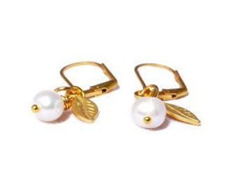 Gold pearl earrings - pearl earrings - Christmas Gift Idea - Gold leaf earrings - wedding earrings - white pearl earrings