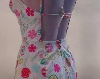 1960'S MOD FLOWER POWER Printed Bathing Suit / Cut-Out Back with Ties  // Size Small to Medium