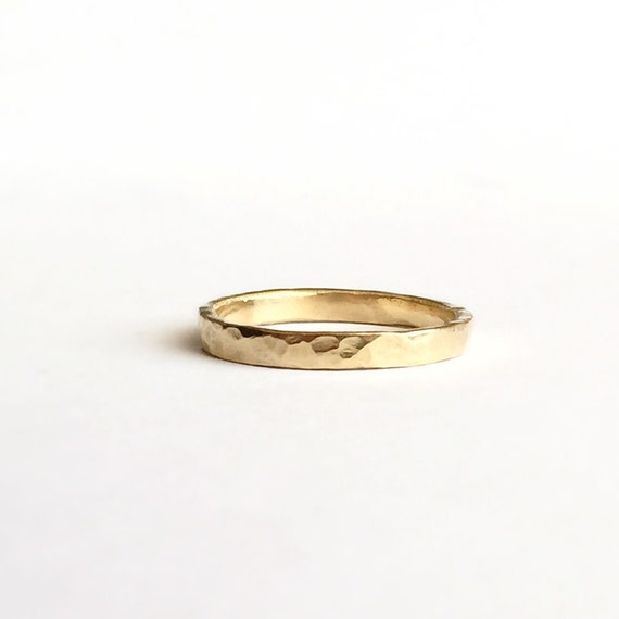Gold Ring in 18 Carat - Hammered Texture - Yellow Gold - Unisex