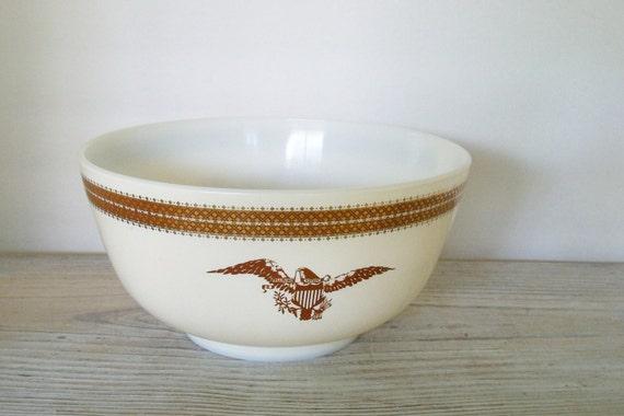 Vintage Pyrex Bowl - Pyrex Federal Eagle - Glass Mixing Bowl - 3 Quart Bowl - Gold Leaf - Gold Eagle - 1967