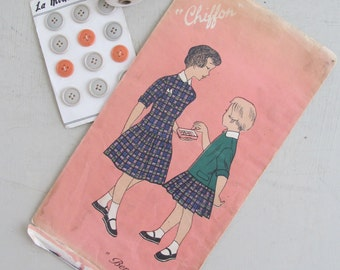 """Cutest vintage French """"Chiffon"""" sewing pattern~Little girls dress~Robes Petites Filles~Age 6-8 years~Design """"Bergamotte""""~Très mignon display"""