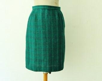 1950s green wool skirt, 50s plaid checkered skirt, French vintage high waist pencil skirt, knee length wiggle skirt size M L 10 12
