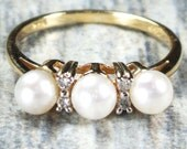 Vintage Pearl Ring 14k Gold Pearl Diamond Ring Pearl Band Ring Stackable Pearl Ring Pearl Wedding Ring Cultured Pearl Wedding Band Size 6