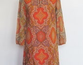 Vintage 1960s Mod / Long Sleeved Graphic / Paisley Print Shift Dress