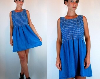 Vintage 90 Faded Denim Mini Dress. Smocked Bodice Slouchy Draped Fit Sleeveless Blue Jean Shift. Hipster boho retro Sundress. Small - Medium