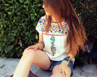 Mexican tunic with beautiful traditional embroidery from Puebla, handmade, style etnico, hippie, bohemio, boho