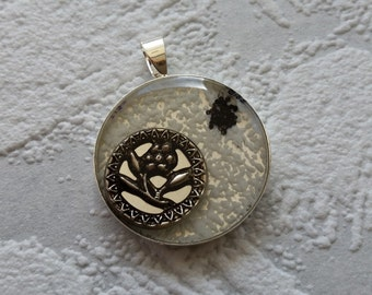 Vintage Button Pendant, Antique Button Pendant, Vintage Button Resin Pendant