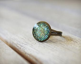 Antique Brass Ring, Adjustable Ring, Glitter Resin Ring, Glitter Ring, Round Ring, Green, Iridescent Glitter, Blue Green,