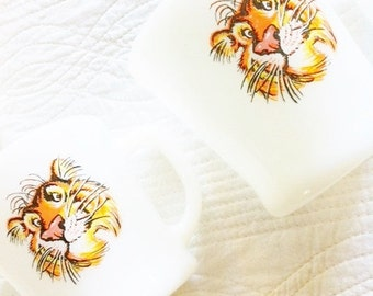Vintage Pearl White Tony the Tiger Coffee Mugs, Set of Four, Olives and Doves