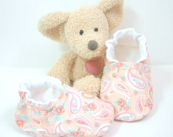 Handmade pink baby slippers, size 3 months by Tricotmuse