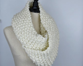 Cream Long Infinity Scarf, Chunky Knit Circle Scarf Cowl, Oversized Infinity Scarf, Knit Scarf,Seed Stitch Scarf, Vday Gifts for Her, Winter