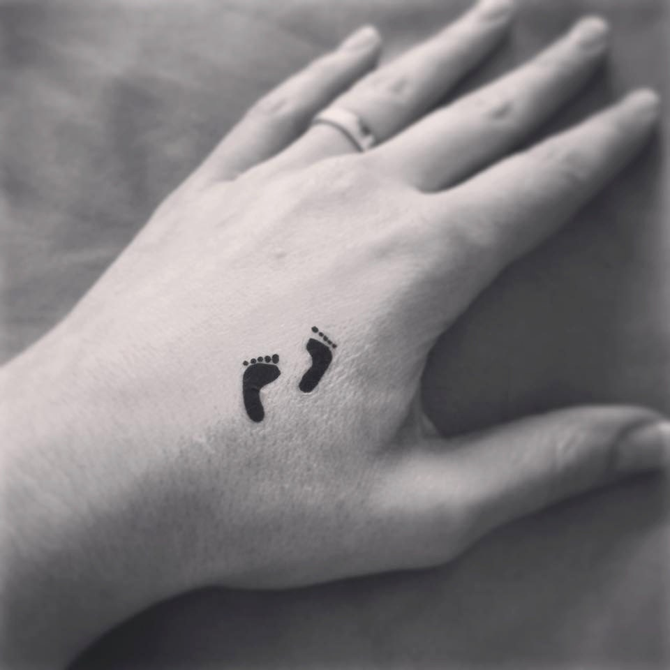 Temporary tattoo little feet pair tattoo art ring tattoo for Temporary finger tattoos