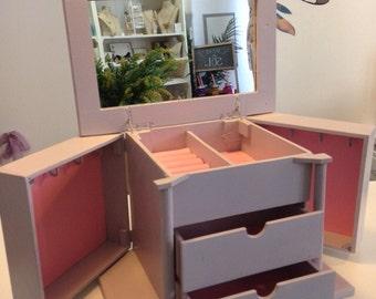 Jewel wood box, style vintage 30 x 20 x 20 aged color: to taste