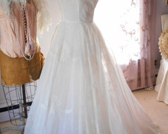 Beautiful White 1950's Organza Wedding Gown