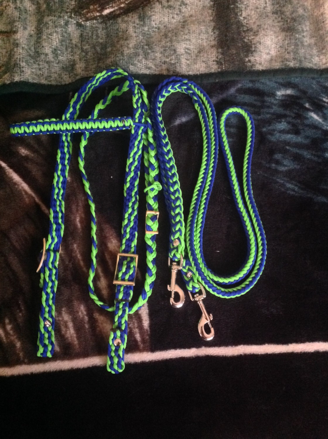 how to make a horse halter out of paracord