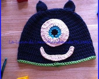 Hat crochet for baby shaped Monster