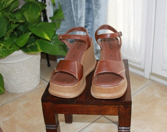 gorgeous platform leather strap sandals!!