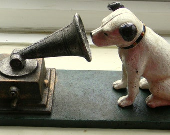 "Superb Hand painted Cast Iron "" HMV His Masters Voice Dog and Gramaphone Ornament"