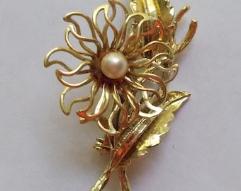 Vintage 1960s Goldtone Flower Brooch with Faux Pearl Center