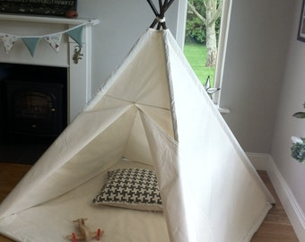 Large Tepee children's play tent with poles