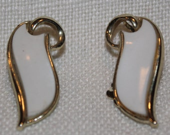 Vintage 50's Style Clip Earrings- White Inlay
