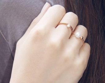 Rose Gold Pearl Prong Ring - dainty pearl ring / minimal ring / modern ring / bridesmaid gift / birthday gift / gifts for her / bridal gift