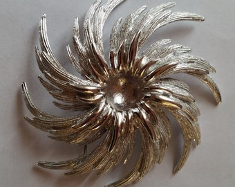 Sarah Coventry Flower Brooch