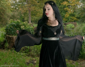Raevena dress - Gothic Velvet Chiffon Medieval Pagan Wedding Dress