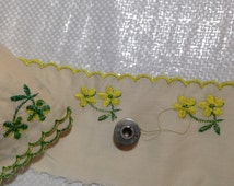 25 YARDS 3.25 in wide flat embroidered scallop lace Kelly Green, yellow on muslin poly cotton