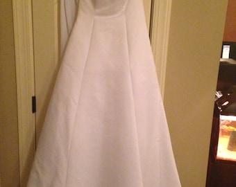 David's Bridal wedding dress and all accessories sz 4