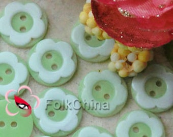 60 x 11mm green resin floral buttons