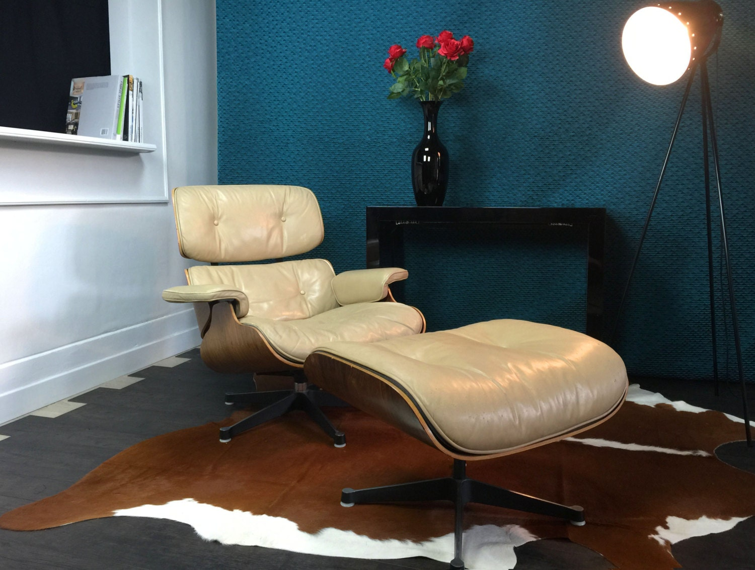 Authentic lounge chair cream colored charles ray eames for Eames mobilier