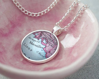 Map Necklace Pendant Circle Personalised -  Mother's Day Gift  - Gifts for Her - Vintage Maps - Personalized Jewellery [MPPC-18]