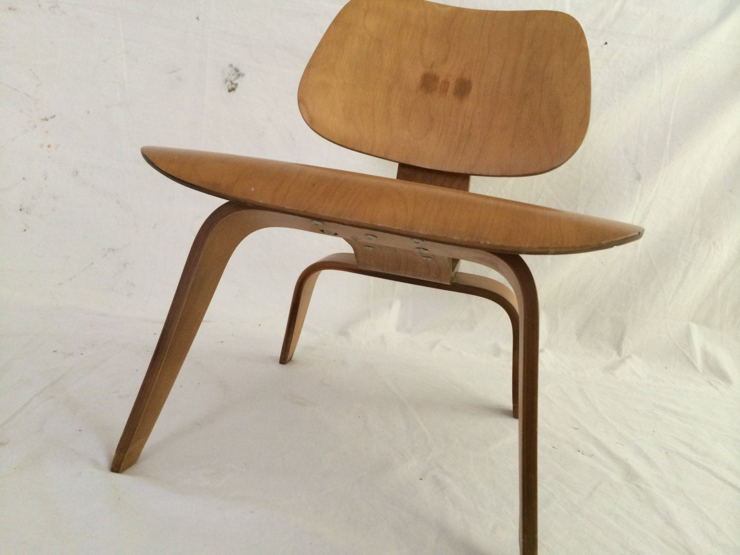 Early Eames molded plywood lounge chair Herman Miller chair