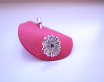 Gerbera pin, Gerbera brooch, Gerber daisy pin, costume jewelry pin, flower broach,