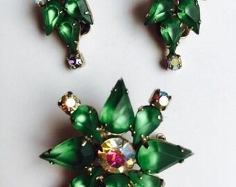 Vintage Emerald Green Rhinestones and Aurora Borealis Brooch and Earrings Set /Vintage Costume Jewelry Set/Mid Century Costume Jewelry Set