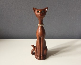 Vintage 1970s Faux Bois Plastic Siamese Cat with Green Jewel Eyes and Chain Necklace