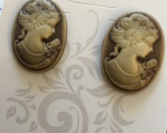Vintage look cameo earrings.