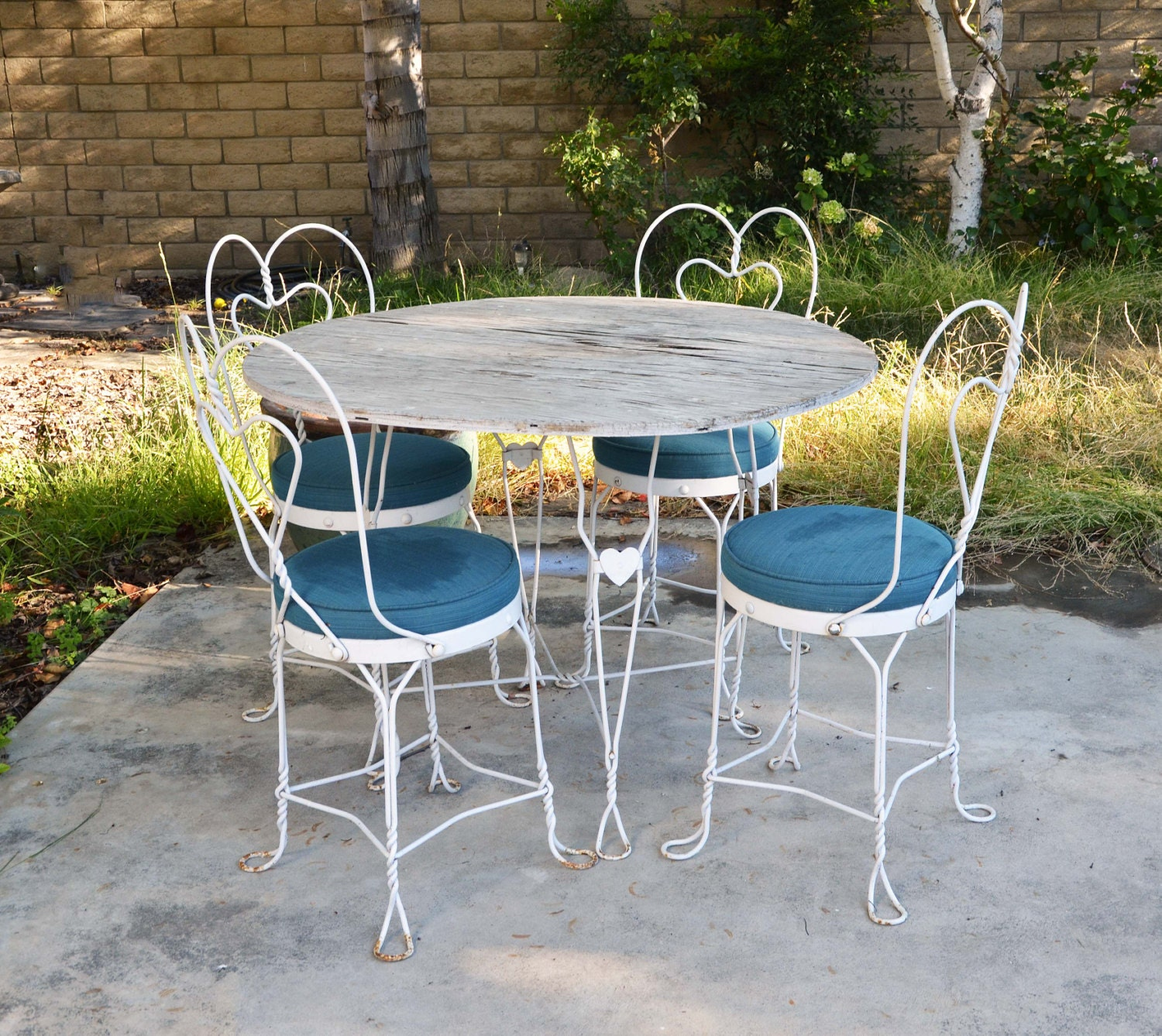 Vtg white mid century wrought iron ice cream table chairs Metal patio furniture vintage