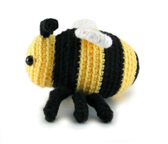 Kawaii Amigurumi Bee : Small bee crochet pattern - cute bee amigurumi pattern ...