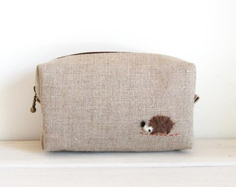 Mini box pouch - natural linen with a hedgehog applique