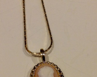 Vintage cameo woman profile oval with gold tone pendant necklace