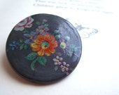 SALE Country Garden vintage ceramic brooch - pretty floral detail on round pin - retro 1970s