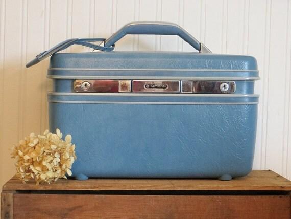 suitcase beauty train case ladies samsonite by herbgirlandvintage. Black Bedroom Furniture Sets. Home Design Ideas