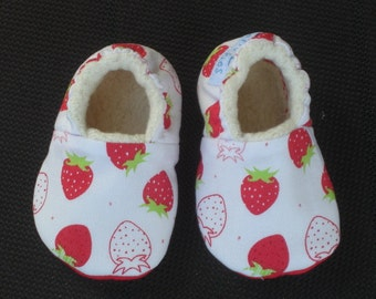 Baby Shoes,Baby Slippers, baby Girl, Strawberry baby Shoes, Baby Shower,Strawberry print