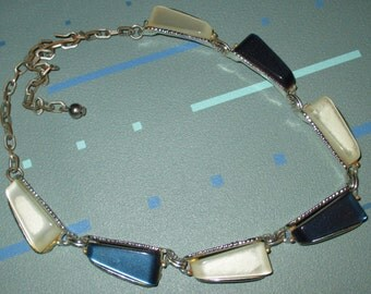 Vintage MOD 60s Blue and White Thermoset Plastic Lucite Necklace
