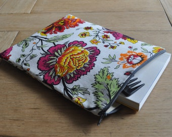 Pouch purse, make up pouch with zipper, cosmetic bag, linen fabric with flowers