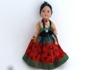 """Mexican Doll - Vintage 1940s - Red and Green dress, embroidered blouse - 9 1/2"""""""